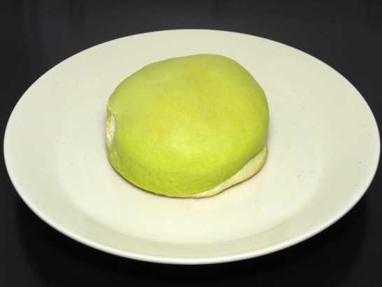 コンビニパンだ_冷やして食べるしっとりメロンパン(夕張メロンクリーム)【ローソン】_中身00