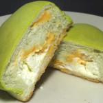 冷やして食べるしっとりメロンパン(夕張メロンクリーム)【ローソン】