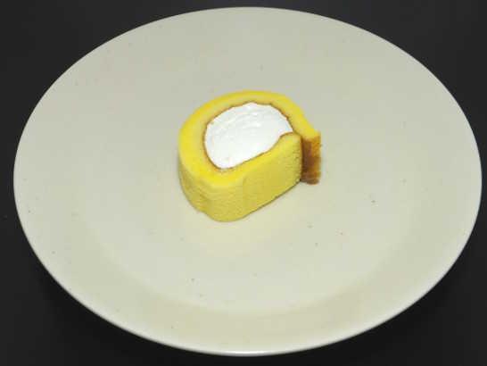 コンビニパンだ_もち食感ロール(すっきりレモンクリーム)【ローソン】_中身02