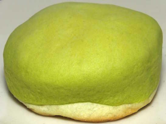 コンビニパンだ_冷やして食べるしっとりメロンパン(夕張メロンクリーム)【ローソン】_中身01