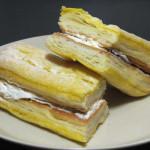 サックリ食感サンド バナナミルク【ファミリーマート】