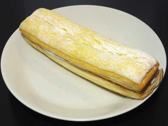 コンビニパンだ_サックリ食感サンド バナナミルク【ファミリーマート】_中身00