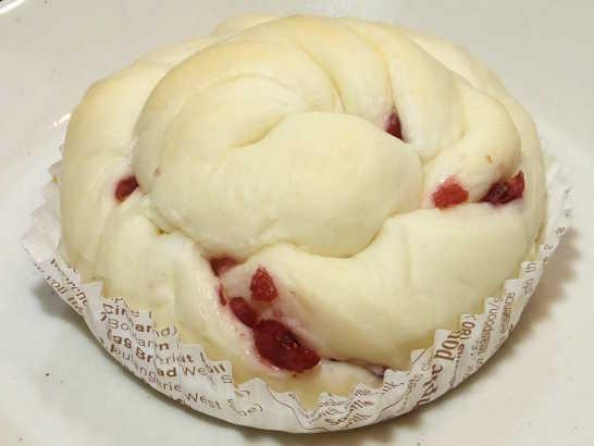 コンビニパンだ_もっちりクランベリーのパン【サークルKサンクス】_中身01