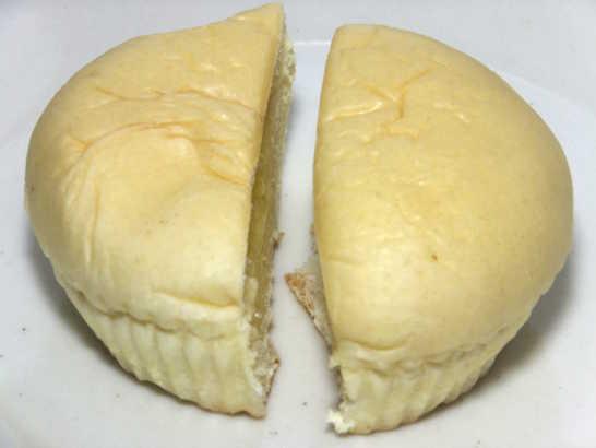 コンビニパンだ_こだわりの贅沢 たっぷりとろけるクリームパン【サークルKサンクス】Prime ONE_中身02