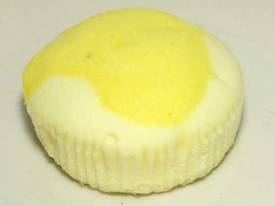 コンビニパンだ_塩とレモンの蒸しケーキ【ローソン】_中身01