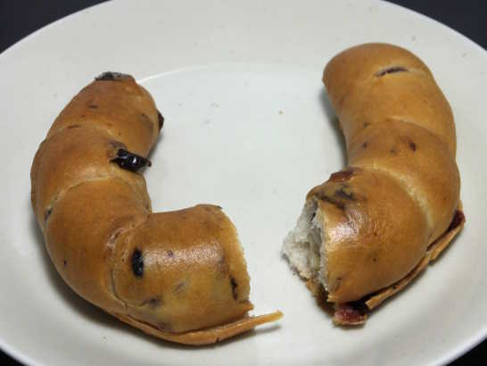 コンビニパンだ_クリームチーズ&2種のべリーベーグル【ローソン】_中身02