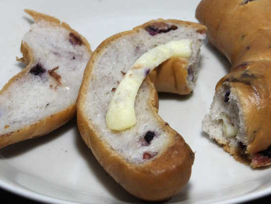 コンビニパンだ_クリームチーズ&2種のべリーベーグル【ローソン】_中身04