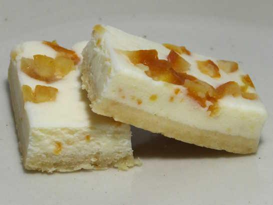 コンビニスイーツだ_ヨーグルトとオレンジのなめらかチーズケーキ【ファミリーマート】_中身05