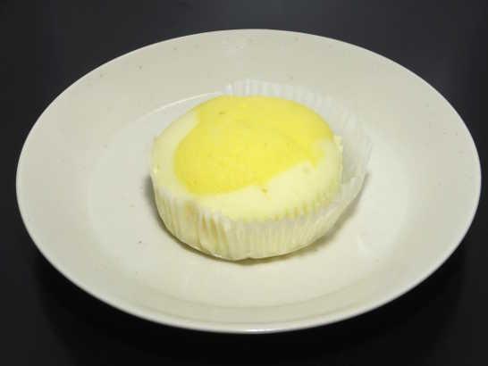 コンビニパンだ_塩とレモンの蒸しケーキ【ローソン】_中身00