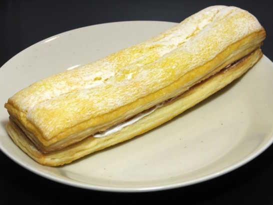 コンビニパンだ_サックリ食感サンド バナナミルク【ファミリーマート】_中身01