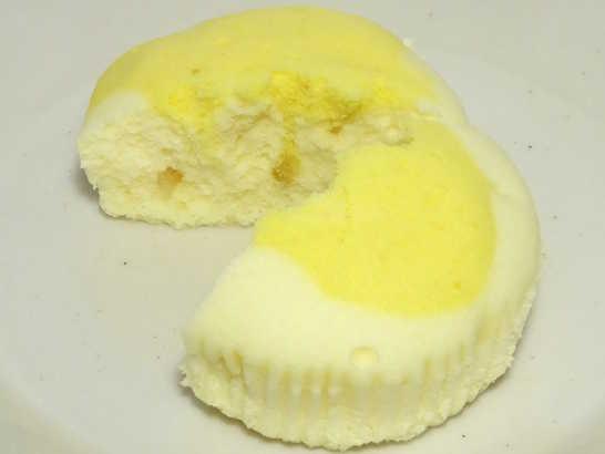 コンビニパンだ_塩とレモンの蒸しケーキ【ローソン】_中身04