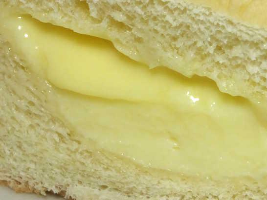 コンビニパンだ_こだわりの贅沢 たっぷりとろけるクリームパン【サークルKサンクス】Prime ONE_中身07