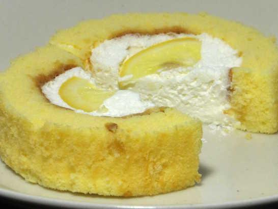 コンビニスイーツだ_プレミアム 塩とレモンのロールケーキ【ローソン】_中身05