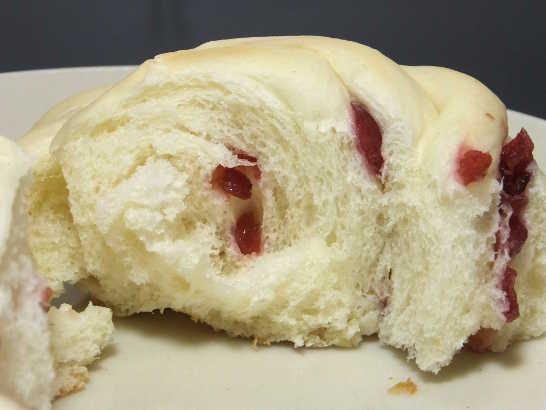 コンビニパンだ_もっちりクランベリーのパン【サークルKサンクス】_中身04