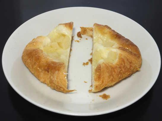 コンビニパンだ_洋なしとチーズクリームのデニッシュ【ファミリーマート】_中身02