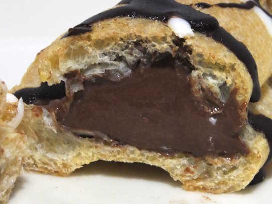 コンビニスイーツだ_【ローラ】パクパク食べちゃうチョコエクレアだよ。【サークルKサンクス】_中身03