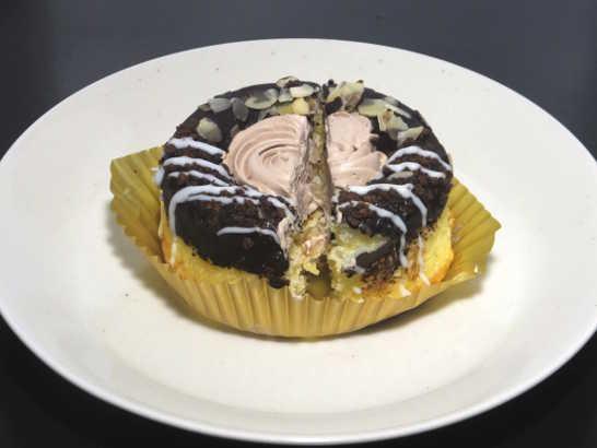 コンビニスイーツだ_冷やして食べるドーナツ(チョコクリーム&アーモンド)【ローソン】_中身02
