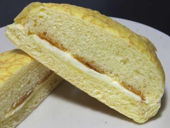 コンビニパンだ_ふんわりメープルのパン【セブンイレブン】_中身03