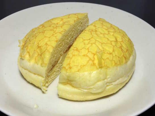 コンビニパンだ_ふんわりメープルのパン【セブンイレブン】_中身02