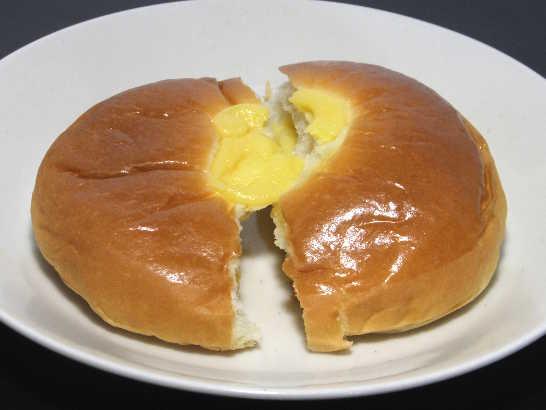 コンビニパンだ_無印良品 本和香糖入りクリームパン【ファミリーマート】_中身02