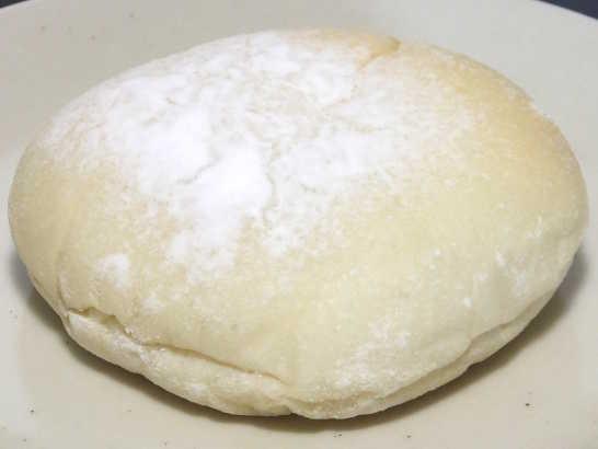 コンビニパンだ_おもちみたいな塩バニラクリームぱん【サークルKサンクス】_中身01