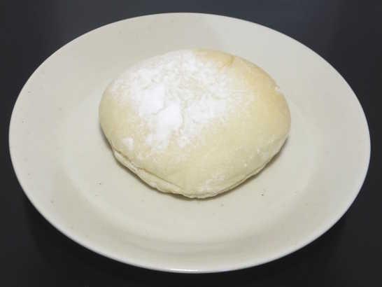 コンビニパンだ_おもちみたいな塩バニラクリームぱん【サークルKサンクス】_中身00