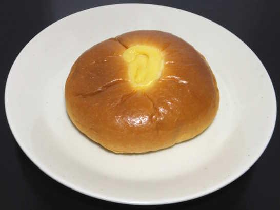 コンビニパンだ_無印良品 本和香糖入りクリームパン【ファミリーマート】_中身00