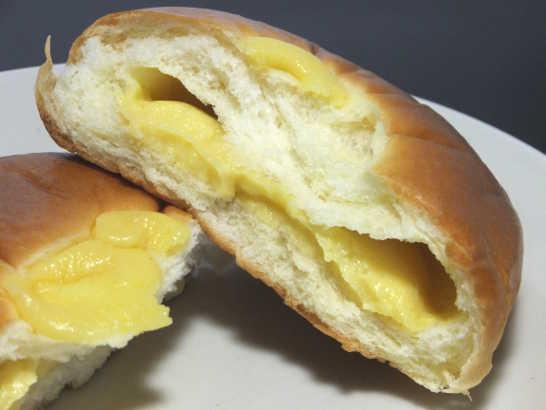 コンビニパンだ_無印良品 本和香糖入りクリームパン【ファミリーマート】_中身03