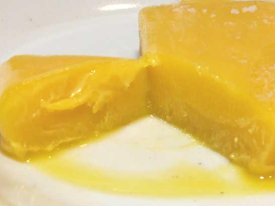 コンビニスイーツだ_まるでマンゴーを冷凍したような食感のアイスバー【セブンイレブン】_中身03