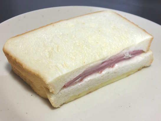 コンビニパンだ_とろーりチーズのクロックムッシュ【ローソン】_中身02