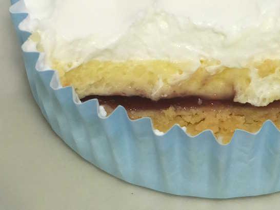 コンビニスイーツだ_3層仕立てのチーズケーキ(ブルーベリーソース入り)【ファミリーマート】中身03