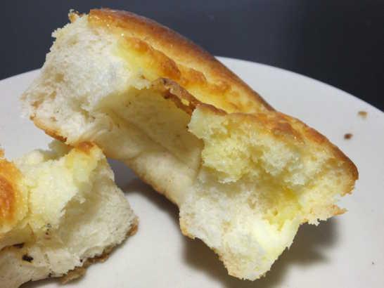 コンビニパンだ_3種のチーズ入りクリームパン【ローソン】中身04