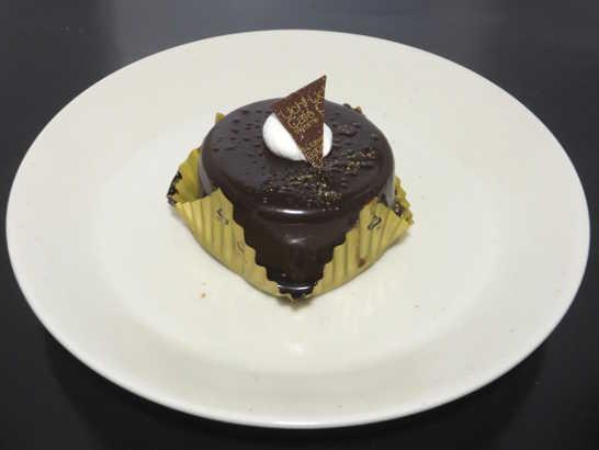 コンビニスイーツだ_カカオ香るチョコレートケーキ【ローソン】中身00