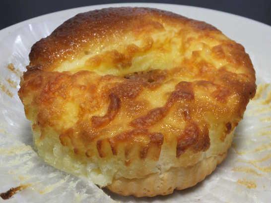 コンビニパンだ_3種のチーズ入りクリームパン【ローソン】中身01