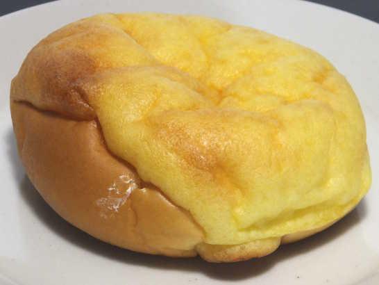 コンビニパンだ_シュークリームみたいなパン【ファミリーマート】中身01