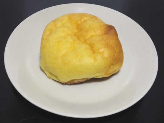 コンビニパンだ_シュークリームみたいなパン【ファミリーマート】中身00