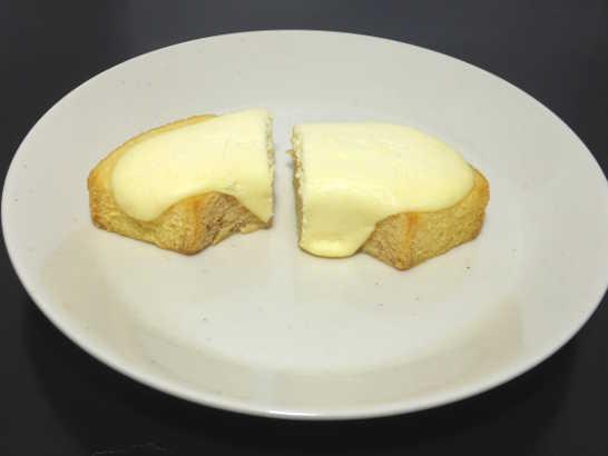 コンビニスイーツだ_とろっとチーズケーキバウム【ファミリーマート】中身02