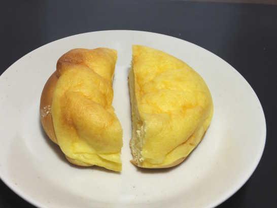 コンビニパンだ_シュークリームみたいなパン【ファミリーマート】中身02