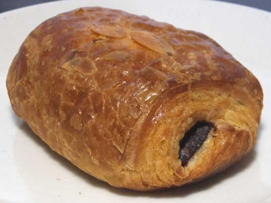 コンビニパンだ_ベルギーチョコレートのパン・オ・ショコラ【ローソン】中身01