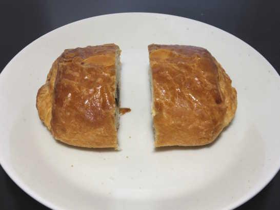 コンビニパンだ_ベルギーチョコレートのパン・オ・ショコラ【ローソン】中身02