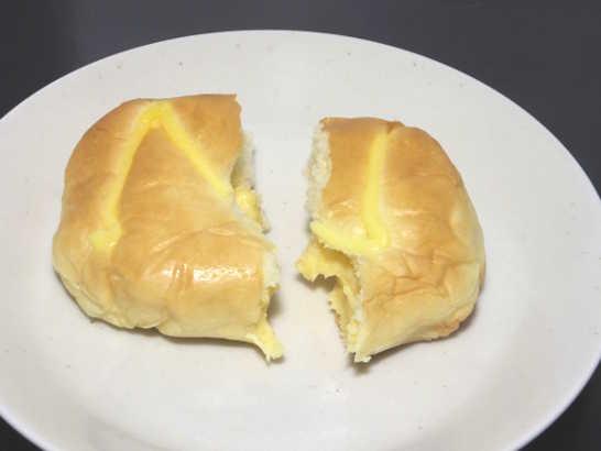 コンビニパンだ_たっぷり!なめらかクリームのクリームパン【セブンイレブン】中身02