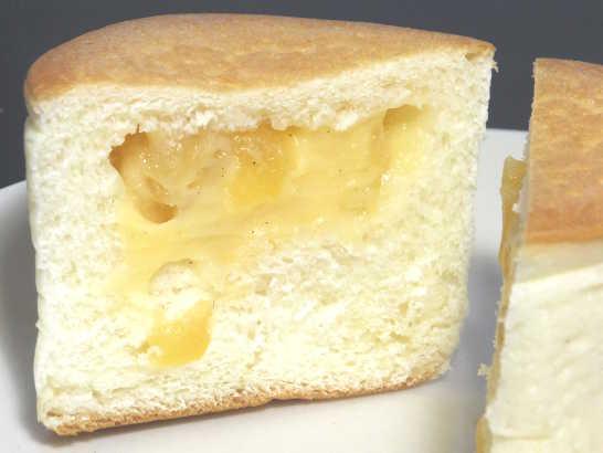 コンビニパンだ_リンゴの入った四角いクリームパン 北海道小麦・春よ恋【ローソン】中身04