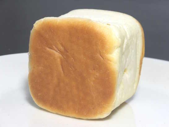 コンビニパンだ_リンゴの入った四角いクリームパン 北海道小麦・春よ恋【ローソン】中身02