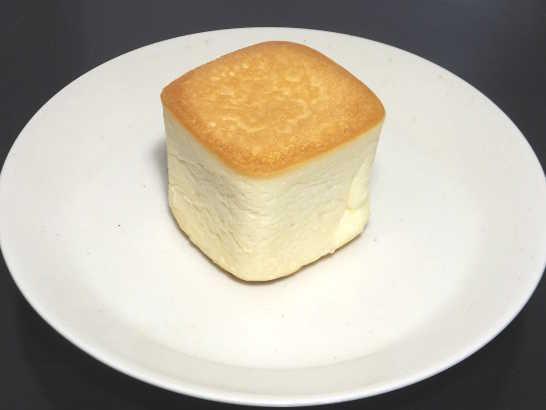 コンビニパンだ_リンゴの入った四角いクリームパン 北海道小麦・春よ恋【ローソン】中身00