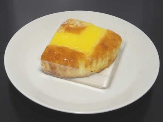 コンビニパンだ_アーモンドと楽しむたまごケーキ【セブンイレブン】中身00