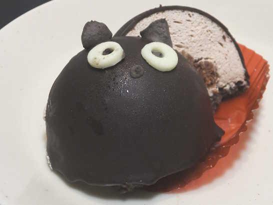 コンビニスイーツだ_ハロウィン 黒猫チョコケーキ【セブンイレブン】中身04