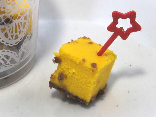 コンビニスイーツだ_ひとくちパンプキンチーズケーキ【セブンイレブン】中身02