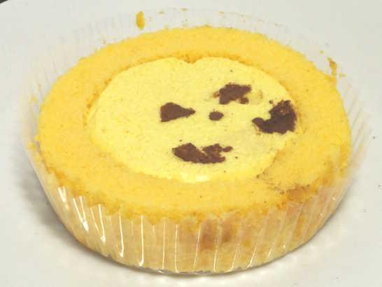 コンビニスイーツだ_プレミアムえびすかぼちゃのロールケーキ【ローソン】中身01