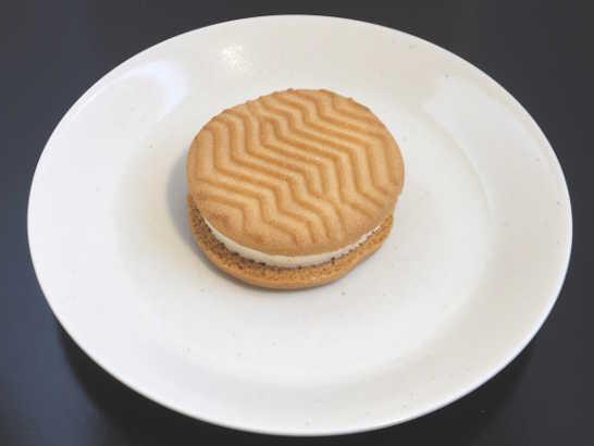 コンビニスイーツだ_バターが贅沢に香るクッキーサンド【セブンイレブン】中身00