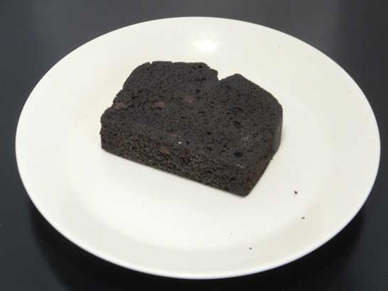 コンビニスイーツだ_RIZAPふんわり食感チョコチップケーキ【ファミリーマート】中身00